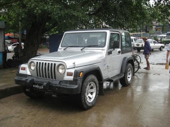 미얀마 여행 때 찍은 자동차들