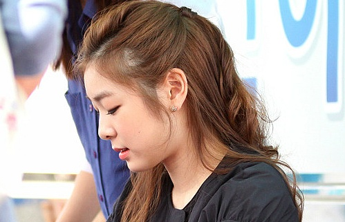 Yuna Kim attends a fan signing event for Samsung workers and their families