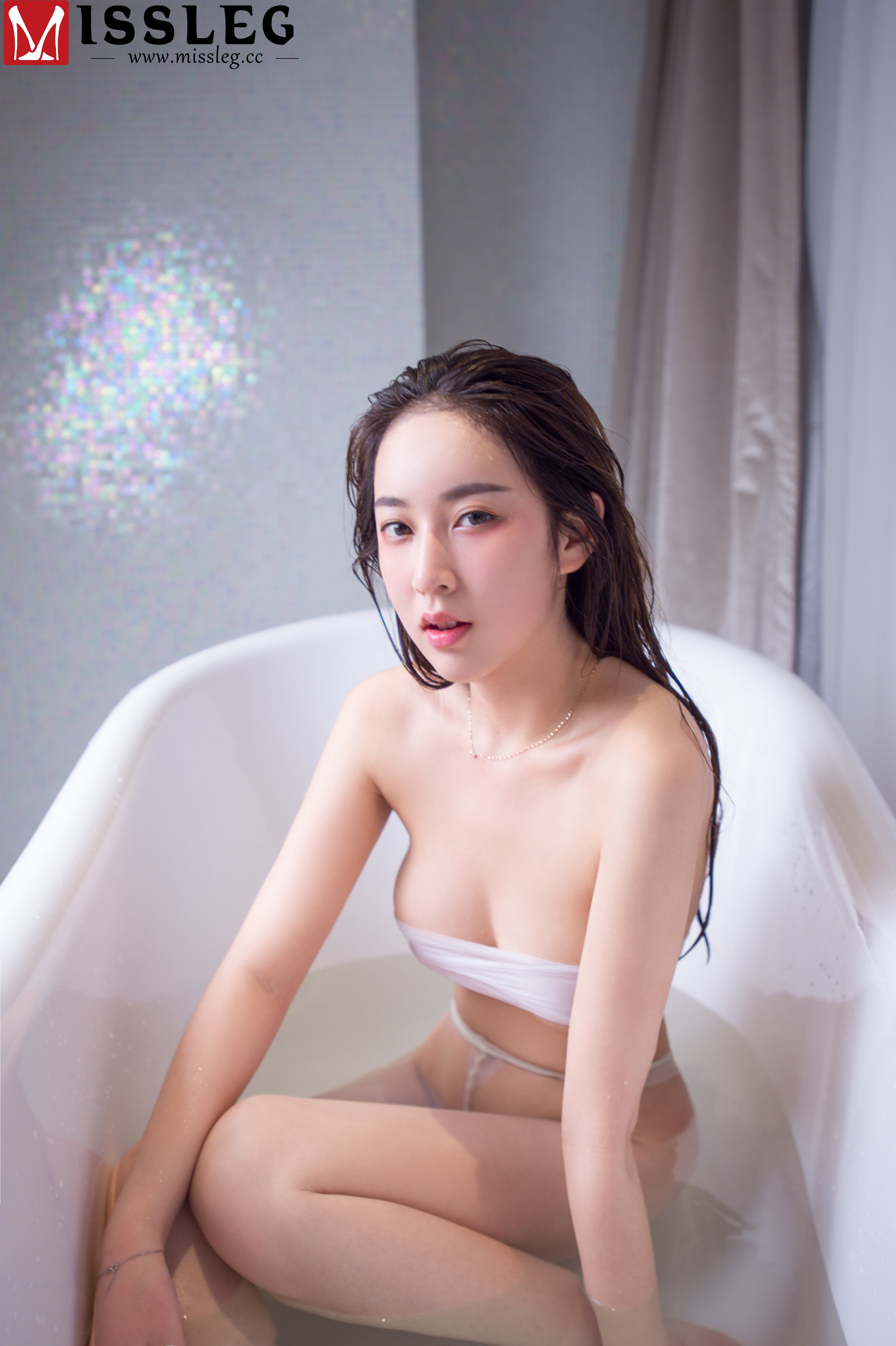 hot Chinese women in sexy expression